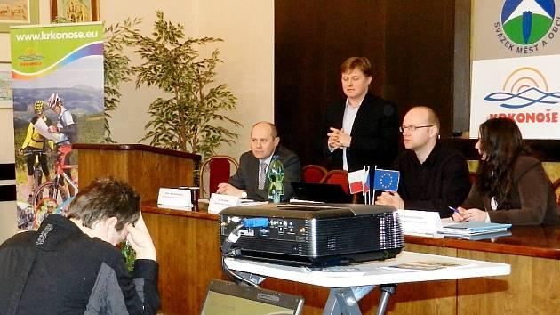 VĚREJNÉ PROJEDNÁVÁNÍ Integrované strategie rozvoje regionu Krkonoš se konalo ve Vrchlabí.