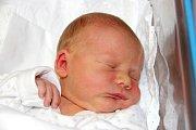 PETR DOSTRAŠIL se narodil 11. března ve 21.00 hodin Veronice Průchové a Petrovi Dostrašilovi. Vážil 3,44 kg a měřil 51 cm. Doma v Radvanicích už čeká i sestra Vanesa.