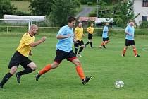 Jedním z víkendových duelů byl souboj Mostku (postavil rezervní tým) a Libotova.