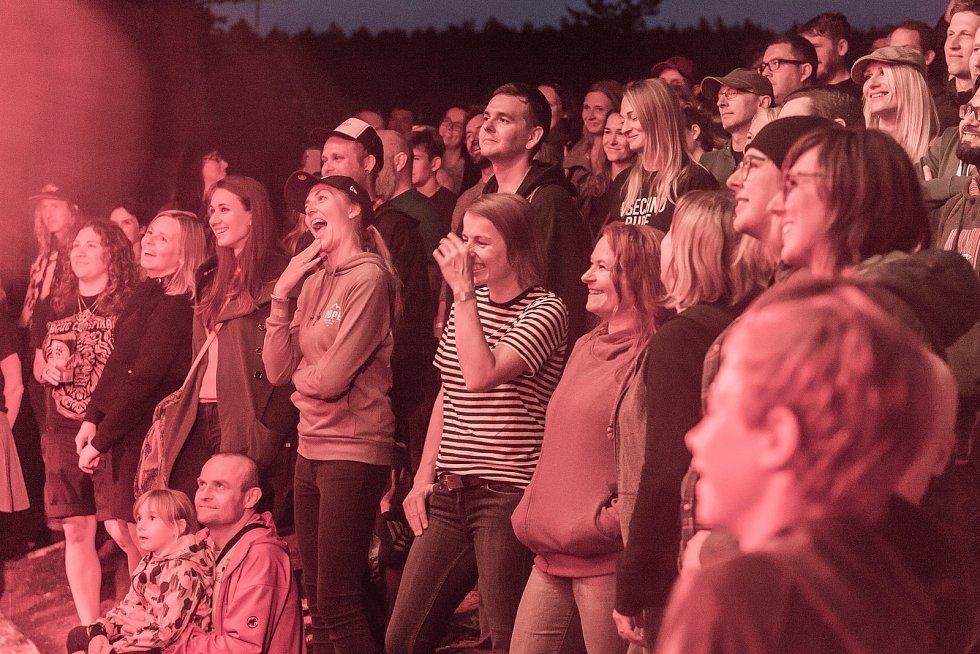 Kapela Tata Bojs koncertovala u Štěrbovy vily na Přehradě Les Království.