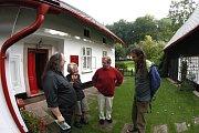 Václav Havel na Hrádečku přijímal návštěvy nejprve jako disident, po sametové revoluci jako prezident.