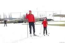 Poslední březnovou neděli se v areálu Vejsplachy opět sportovalo na běžkách. Sníh rychle ubývá.
