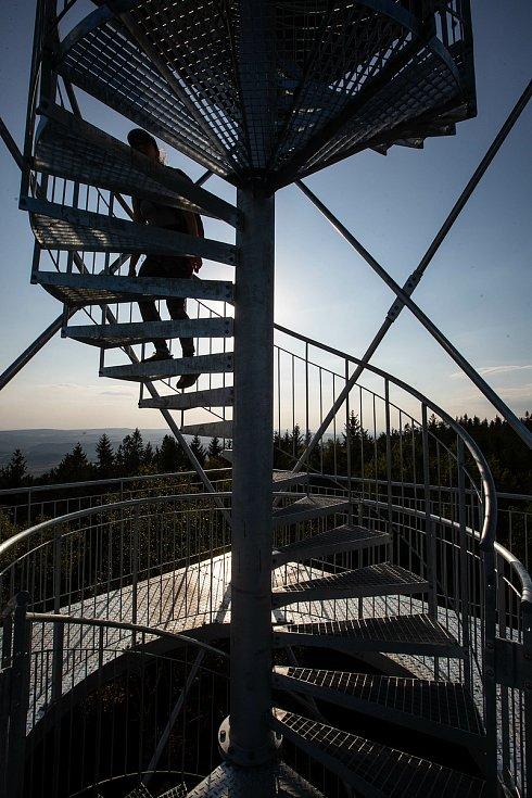 Nová rozhledna na vrcholu Žaltman v Jestřebích horách.