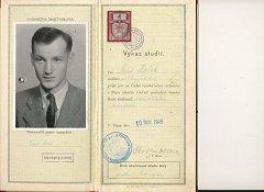 Karel Hošek nemohl v roce 1939 řádně studovat, protože Němci za protektorátu zavřeli české vysoké školy.