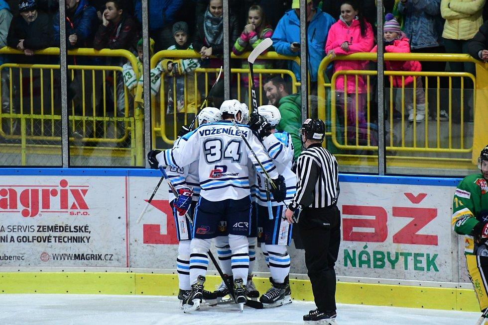 Ve Dvoře Králové nad Labem přišla ve středu na hokej historicky nejvyšší návštěva 1463 diváků. V derby sledovala suverénní jízdu hostujícího Vrchlabí.
