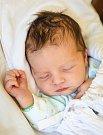 SAMUEL se narodil 6. června v 1.50 hodin Lucii a Jaroslavovi. Vážil 3,28 kilogramu a měřil 51 centimetrů. Rodina bude mít domov ve Víchové nad Jizerou.
