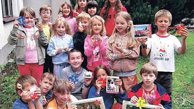KAŽDÝ TÁBOROVÝ DEN byl v Jedničce věnován jedné činnosti, děti tak absolvovaly Den s kolem, Míčový den nebo Puzzle den. Při něm soutěžily ve skládání.