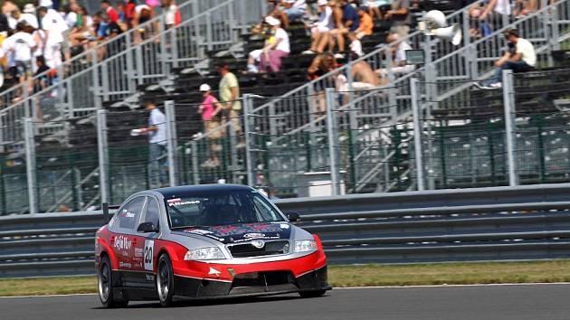 Slovenský jezdec Patrik Nemec se opět představil na vrcholné automobilové akci pod týmovými barvami Košťálova.