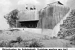 Historická fotografie bunkru T-S 81a se střílnou v roce 1938.