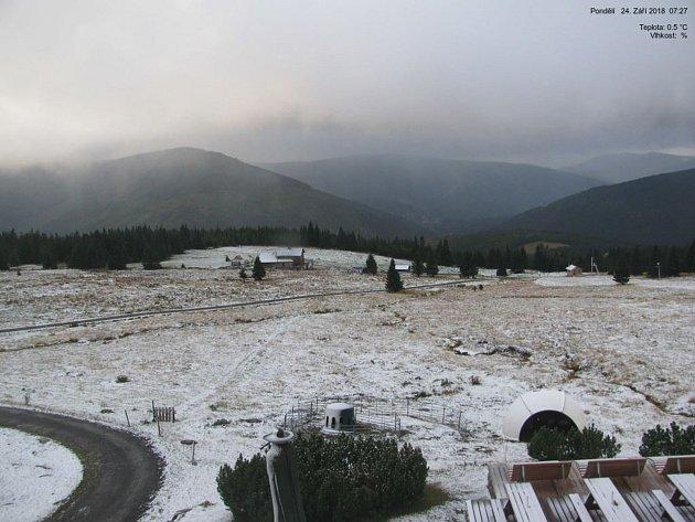 První sníh v Krkonoších.
