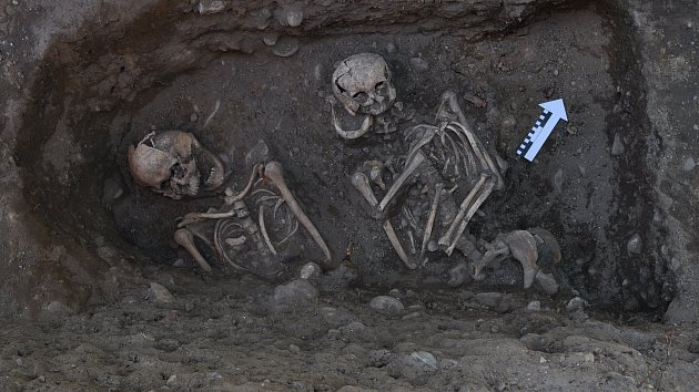 Archeologové odhalili ve Vrchlabí nejstarší stavbu města i přes osmdesát lidských koster.