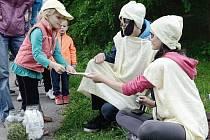 Pohádkovou cestou prošly stovky dětí. Hrály si i pomáhaly