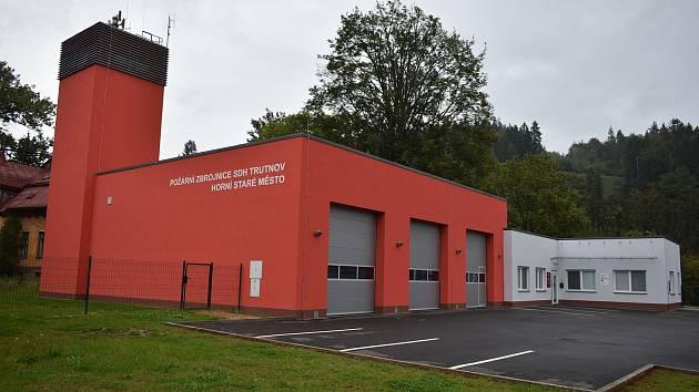 Tady se bude volit ve středu z auta. Nová požární zbrojnice Sboru dobrovolných hasičů Trutnov - Horní Staré Město byla otevřena loni v srpnu, stála 26 milionů korun.