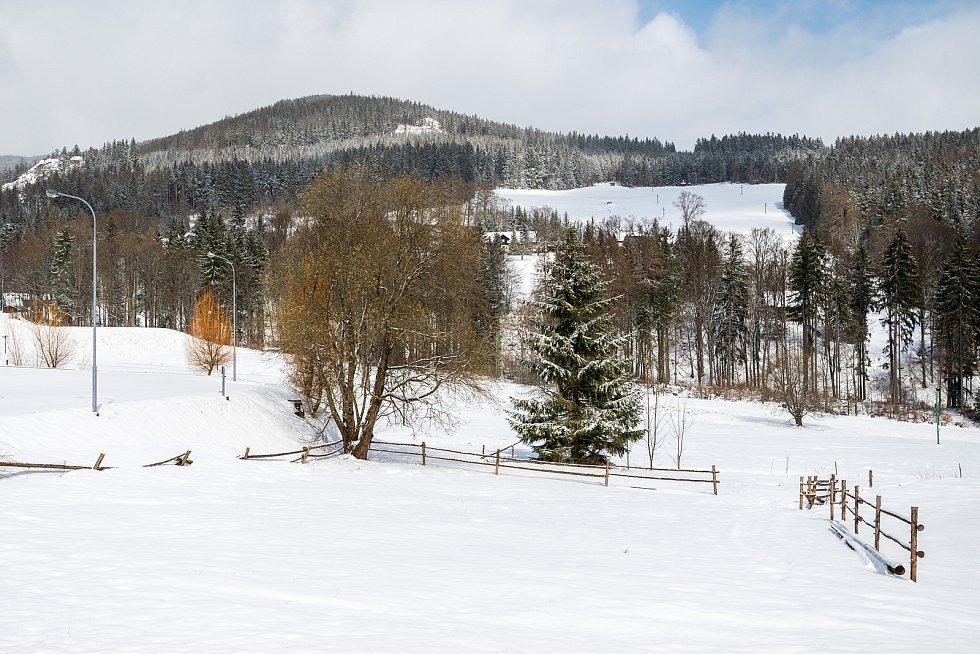 Zasněžené Janské Lázně ve středu 7. dubna.