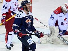 VÍTĚZNÁ BRANKA ve středečním utkání byla zároveň prvním bodem Tomáše Filippiho ve finálové sérii s CSKA Moskva.