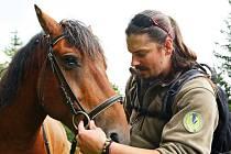V horách nyní potkáváme strážce na koních