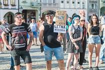 Z trutnovské demonstrace proti Babišovi.