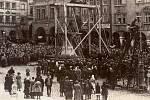 Symbol monarchie, sochu Josefa II., odstranili Češi v Trutnově v roce 1923. Uložena je dnes v muzeu.