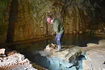 V Albeřické jeskyni probíhá speleologický výzkum pod vedením Radko Táslera.