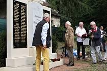 Odhalení renovovaného pomníku válečným obětem v Rudníku.