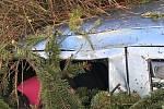 Stromy v Trutnově - Poříčí spadly na tři auta.