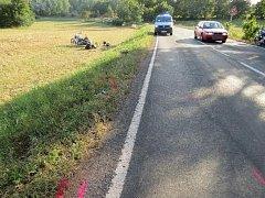 Řidič Fiatu začal předjíždět,když byl sám předjížděn.