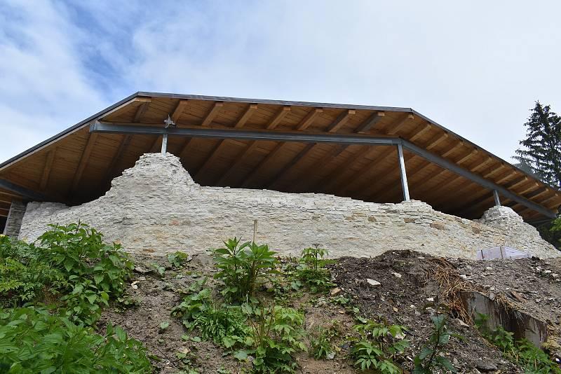 Hrad Vízmburk je po obnově a rozsáhlé rekonstrukci oficiálně přístupný veřejnosti.