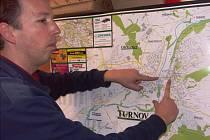 """""""NA PLÁNKU MĚSTA je to nepatrný kousek, ale ve skutečnosti jde o skoro 400 metrů důležité a frekventované průjezdní části města,"""" říká vedoucí dopravy Pavel Vaňátko."""