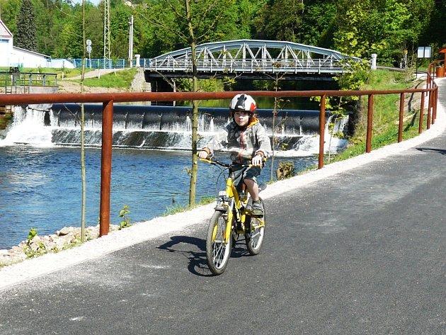 Nová cyklostezka v Hostinném