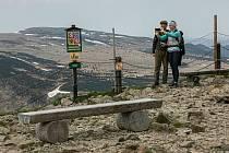 Na Sněžku se v létě vydalo více turistů než v loňském roce, denním rekordem je 9470 lidí 6. července.
