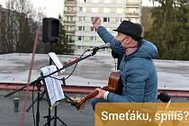 Trutnovský rodák Petr Ittner se věnuje hudbě už odmalička. Přichází se zajímavými nápady a ani koronavirová nákaza nemohla jeho práci zastavit.