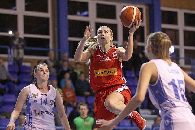 Porážkou o 33 bodů skončilo sobotní utkání Ženské basketbalové ligy mezi trutnovskou Lokomotivou a Nymburkem.