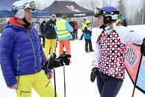 Dětem se na zasněženém svahu věnovala vrchlabská snowboardistka Eva Samková, ale i skikrosař Tomáš Kraus.