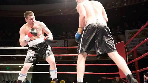 Robert Rosenberg (vlevo) boxoval v Trutnově