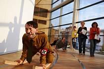 VÝSTAVU ŠIKMOPLOCHA lze v trutnovské Galerii Uffo navštívit do 21. října.