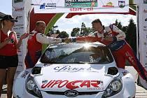 Rally Krkonoše 2010: vítězná posádka v cíli - Martin Prokop (vpravo) a jeho spolujezdec Jan Tománek.