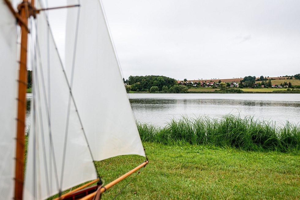V autokempu ve Velkém Vřeštově se sešli vyznavači historických modelů plachetnic.