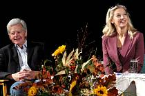 SABINA A FRANTIŠEK LAURINOVI se stali protagonisty nedělního odpoledne na soutěžní přehlídce divadelních souborů, který právě probíhá ve Vysokém nad Jizerou.