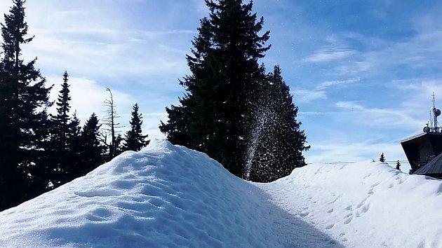 Továrna na sníh už chrlí zásoby na Černé hoře