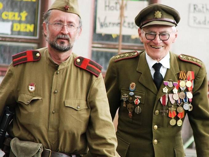 Jan Plovajko, vpravo