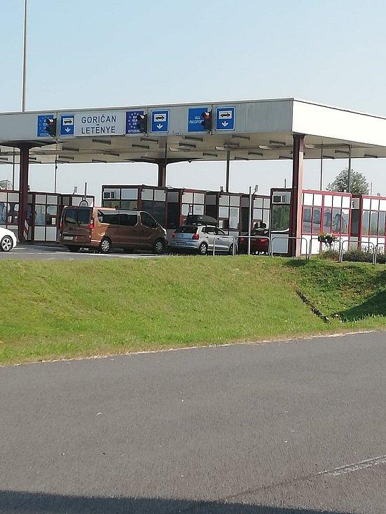 Incident na hraničním přechodu Goričan dopadl tak, že řidič autobusu skončil tvrdě zpacifikován čtyřmi celníky na zemi v poutech a byl na 72 hodin zadržen.