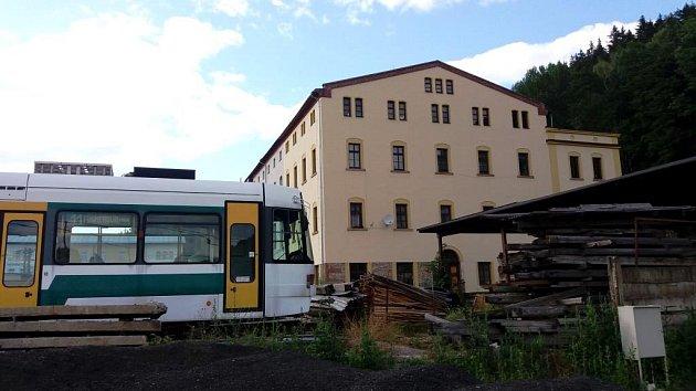 Bývalá Rotterova továrna vHořejším Vrchlabí se promění vcentrální depozitář krkonošských muzeí Správy KRNAP.