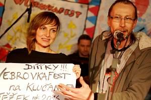Klučanka v Dědově je dějištěm Webrovkafestu. Na snímku duchovní otec a dramaturg festivalu Vojtěch Lábus se svou asistentkou Kateřinou Hejnovou.