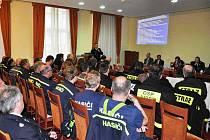 NEJEN vzájemná spolupráce na úseku ochrany obyvatel, ale také plány společných cvičení, to vše bylo námětem školení hasičů.