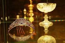 Muzeum Českého ráje Turnov otevřelo ve sklepních prostorách trezorovou klenotnici, v níž díky speciálním bezpečnostním vitrínám a kamerovému systému mohou pro veřejnost vystavovat nejvzácnější šperky.