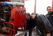 Předání zásahového auta dobrovolným hasičům z Vítězné
