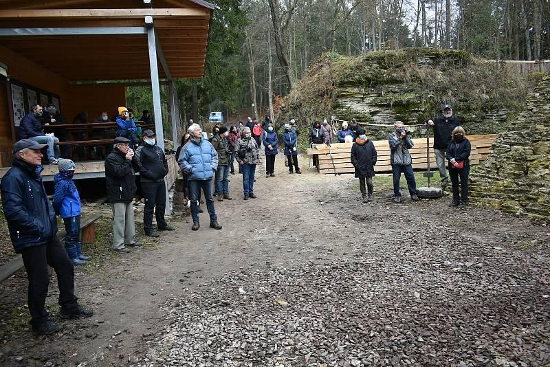 Slavnostní odhalení pamětní desky na hradě Vízmburk u příležitosti 100 let od narození archeologa Antonína Hejny.