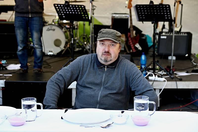 Kulinářská soutěž Maloúpská vařečka přivedla do horské obce řadu návštěvníků.