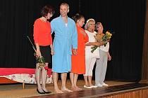 zleva: Helena Šlaisová (režie), Tomáš Kužel (Karel), Martina Kynčl Wittmayerová (Jindra), Zdena Krejčí (Jana), Marie Farská (Karla)