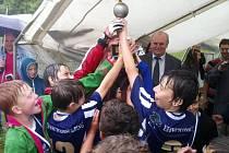 FKP TURNOV má o budoucnost postaráno! Starší přípravky v obrovské konkurenci vyhráli turnaj v Lomnici nad Popelkou!